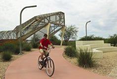 Luchtvaart Bikeway en Ratelslangbrug, Tucson, Arizona stock foto's