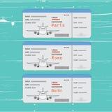 Luchtvaartlijnkaartjes met punt van aankomst Namen van steden Parijs, Berlijn of Rome Royalty-vrije Stock Foto's