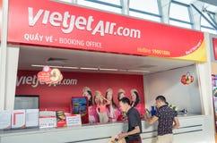 Luchtvaartlijnteller bij de Internationale Luchthaven van Danang Stock Fotografie
