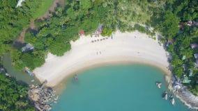 Luchtveiw van Mooie Tropische Baai met Melkachtig Turkoois Water stock videobeelden