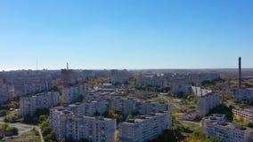 Luchtvideo Mariupol de Oekraïne Weergeven van het satellietbeeld van de gebouwen stock footage