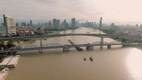 Luchtvideo van de Brug van Krung Thep bij zonsondergang stock footage