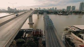 Luchtvideo van de Brug van Krung Thep bij zonsondergang stock videobeelden