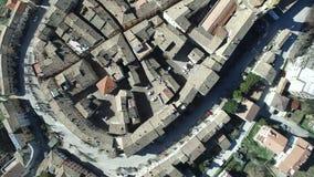 Luchtvideo van Staffolo - Marche, Italië - Oude heuvelstad stock footage