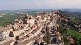 Luchtvideo van Treia - Marche, Italië - Oude heuvelstad stock video