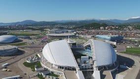 Luchtvoetbalstadion Fischt Sotchi, Adler, Rusland, Olympisch die Toorts en Fisht-stadion voor de Winterolympische spelen wordt ge stock video