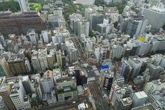 Luchtwolkenkrabbermening van de bureaubouw en de stad in en citys royalty-vrije stock afbeeldingen