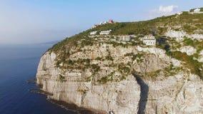 Luchtzonsondergangweergeven van het strand van de kustmeta van Sorrento, reisconcept, ruimte voor tekst, reis de vakantie aan van stock video
