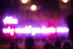 Luci al neon vaghe in un club immagine stock