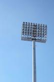 Luci alte dello stadio con il cielo Immagini Stock