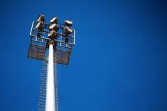 Luci alte dello stadio con il cielo Fotografie Stock Libere da Diritti