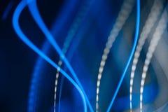 Luci blu al neon in mowement illustrazione vettoriale