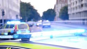 Luci blu infiammanti del volante della polizia stock footage