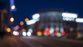 Luci del bokeh della via della città di sera nell'inverno Fotografie Stock