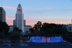 Luci del comune e della fontana di Los Angeles al tramonto Fotografia Stock Libera da Diritti