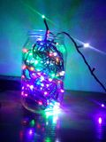 Luci del LED in un barattolo di vetro lampada brillante Fotografia Stock Libera da Diritti