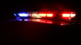 Luci del volante della polizia alla notte stock footage