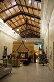 Luci dell'albero di Natale dell'ingresso dell'appartamento Immagini Stock Libere da Diritti