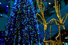 Luci dell'albero di Natale e della renna Immagini Stock