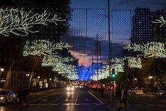 Luci della città di Natale sopra traffico della via Fotografia Stock Libera da Diritti