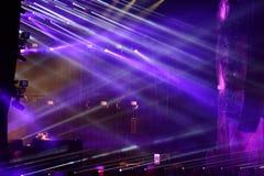 Luci della fase ad un concerto in tensione di EDM Fotografia Stock
