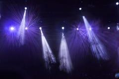 Luci della fase del punto al concerto Immagine Stock