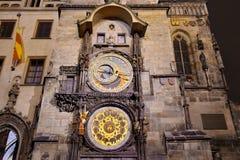 Luci della notte a Praga Attrazione del punto di riferimento: L'orologio astronomico - repubblica Ceca fotografia stock libera da diritti