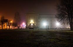 Luci della scuola di natale della città di notte Fotografie Stock