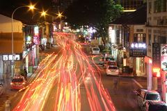 Luci della traccia alla via di Singapore Immagini Stock
