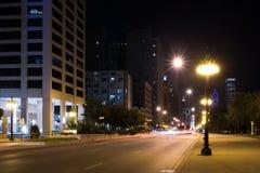 Luci delle vie del centro di Chicago di notte di estate immagini stock libere da diritti