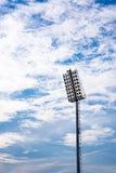 Luci dello stadio con il fondo del cielo blu Fotografia Stock Libera da Diritti