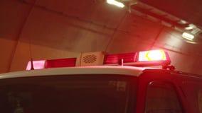 Luci di emergenza di un camion dei vigili del fuoco stock footage