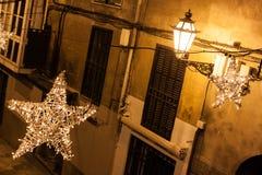 Luci di Natale nella vecchia città di Palma, Maiorca immagine stock