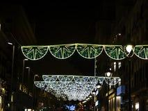 Luci di Natale sulla via immagine stock