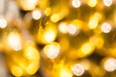 Luci dorate gialle Defocused Priorità bassa luminosa festiva fotografie stock libere da diritti