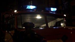Luci e sirena di emergenza del camion dei vigili del fuoco video d archivio