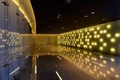 Luci moderne di riflessione del corridoio interno Fotografia Stock
