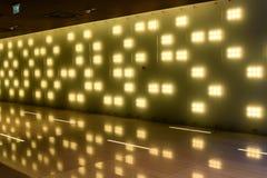 Luci moderne di riflessione del corridoio interno Immagini Stock