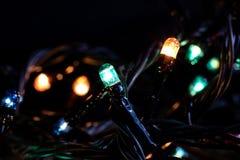 Luci multicolori di una ghirlanda dei nuovi anni fotografia stock libera da diritti
