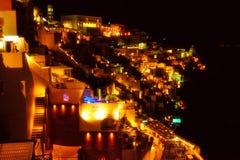 Luci notturne magnifiche della città Santorini Grecia di Fira Fotografia Stock