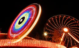 Luci notturne nel parco di divertimenti Immagini Stock Libere da Diritti