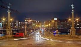 Luci notturne a Praga Attrazione del punto di riferimento: Fiume della Moldava, Svatopluk Cech Bridge - Cechuv maggior parte - la fotografia stock libera da diritti