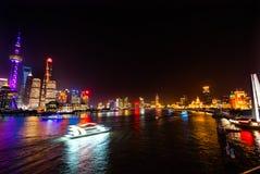 Luci notturne Shanghai Cina di Bund del fiume di Huanpu di eroi del monumento Fotografia Stock Libera da Diritti