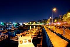 Luci notturne sulle barche Immagini Stock