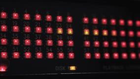 Luci principali che brillano sull'audio interfaccia stock footage