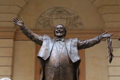 MODENA, ITALY, OCTOBER 2017 - Inauguration of the monument to Luciano Pavarotti. Luciano Pavarotti bronze monument, Modena, Italy royalty free stock photos