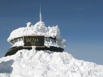 Lucidi l'osservatorio sull'più alta montagna Snezka Fotografia Stock