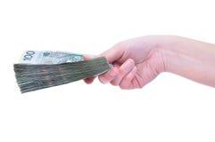 Lucidi le banconote a disposizione isolate Fotografie Stock Libere da Diritti