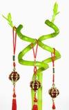 Lucky Bamboo en Chinese Nieuwjaar Hangende die Decoratie, op Witte Achtergrond wordt geïsoleerd Stock Afbeeldingen