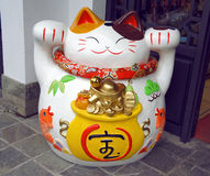 Lucky cat (Maneki neko) statue Royalty Free Stock Image